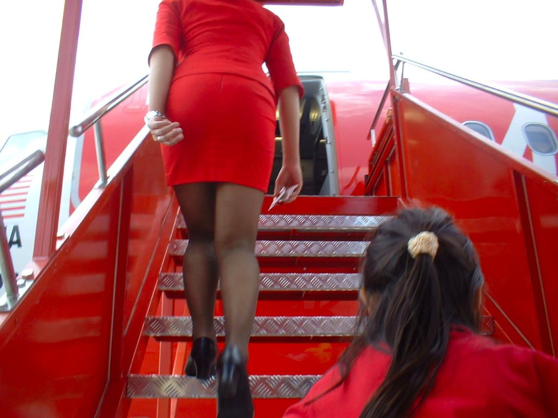 airasia-passenger-upskirt.jpg
